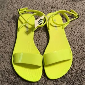 NWT. Old Navy neon yellow sandal. Size 6